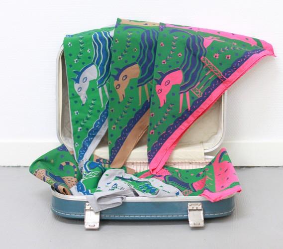 http://www.marienovion.com/files/gimgs/th-12_foulards-3-valise-ind.jpg
